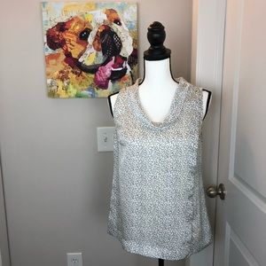 Q015 Ann Taylor white and black top size 4